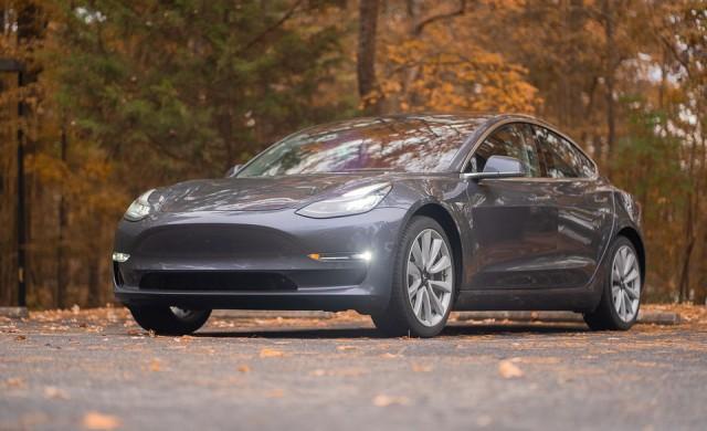 Електромобил на Tesla се взриви в подземен гараж в Китай