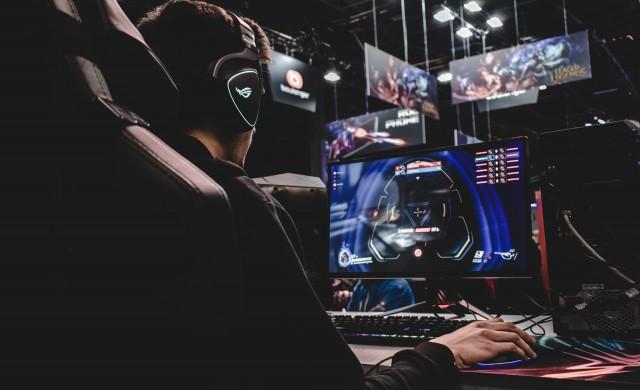 Професионален геймър се пенсионира на 25 години заради проблем с палеца