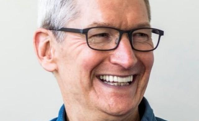Тим Кук подарил на Тръмп компютър Mac Pro за 6 000 долара