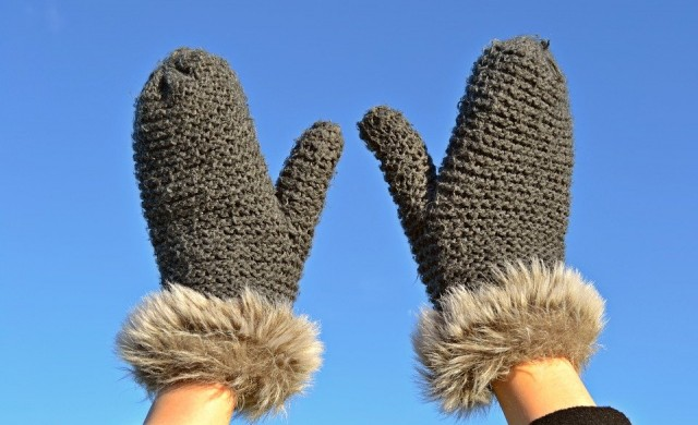 Бърни Сандърс събра $1.8 млн за благотворителност със снимката с ръкавиците