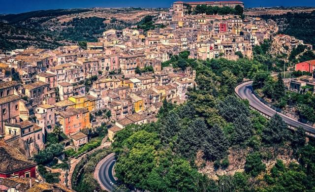 Градче в Сицилия ще ви продаде дом за 1€. Но получавате и 25 000€ за ремонт