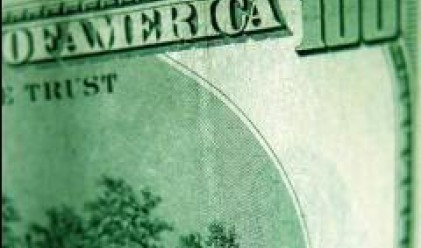 Предпазливо изказване на Бернанке оказва натиск върху долара