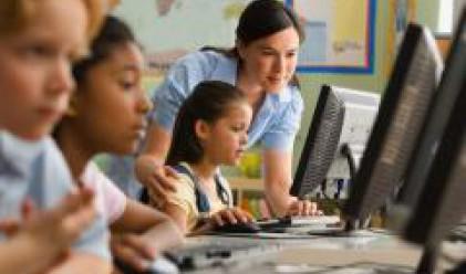 Момичетата се справят по-добре с компютъра от момчетата
