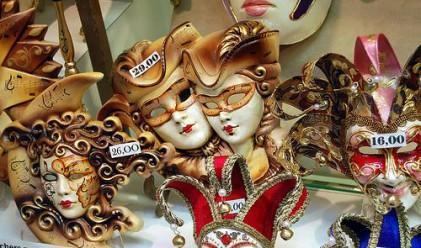 Във Венеция сложиха маските