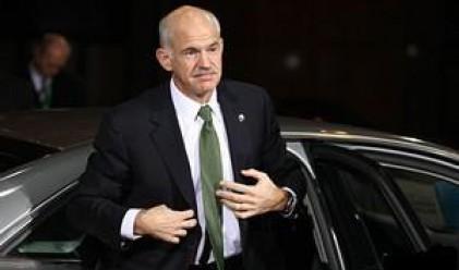 Папандреу призова държавните служители да дадат пример
