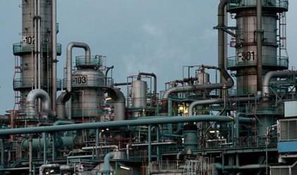 Лек спад в промишленото производство през декември