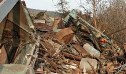 Роми разграбиха бившата фабрика Маркели