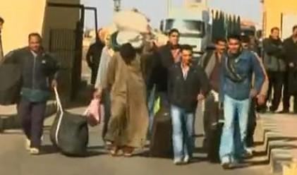100 000 бежанци от Либия в Тунис и Египет