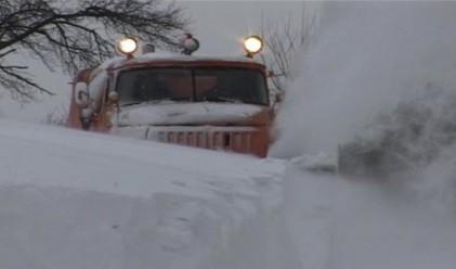 Почернена България под вода и сняг