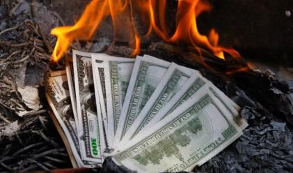 Унгария топли измръзналите с тонове пари
