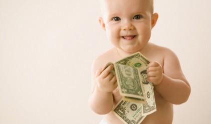 16-месечно бебе обича парите и нищо друго (видео)