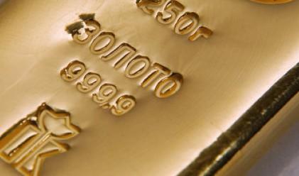 Неизвестен жертва кюлче злато в църква