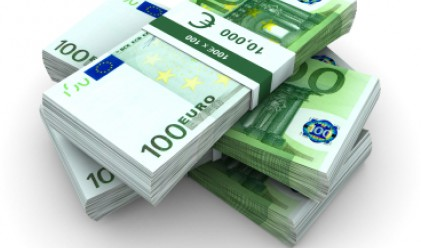 Еврото заличи спада си, възобновява повишението си спрямо долара