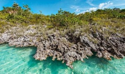 Удивителна лагуна с тюркоазено сини води