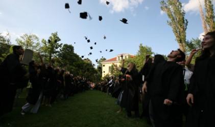 Как възпитаниците на Американския колеж служат на обществото
