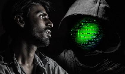 Опасен вирус праща порно от профилите ни във Facebook