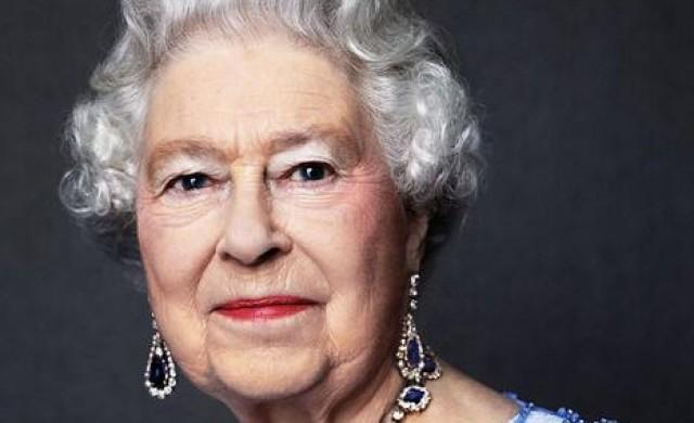 Елизабет II празнува Сапфирения си юбилей