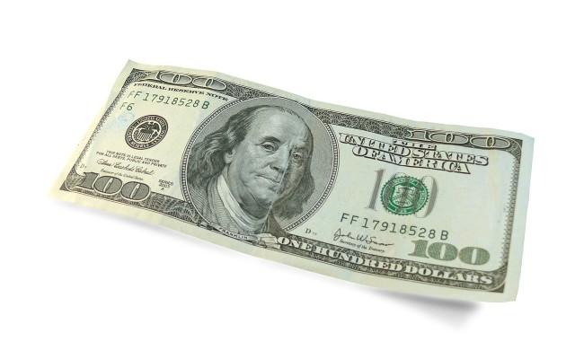 Доларът отстъпи от върховете, но ще поеме отново нагоре