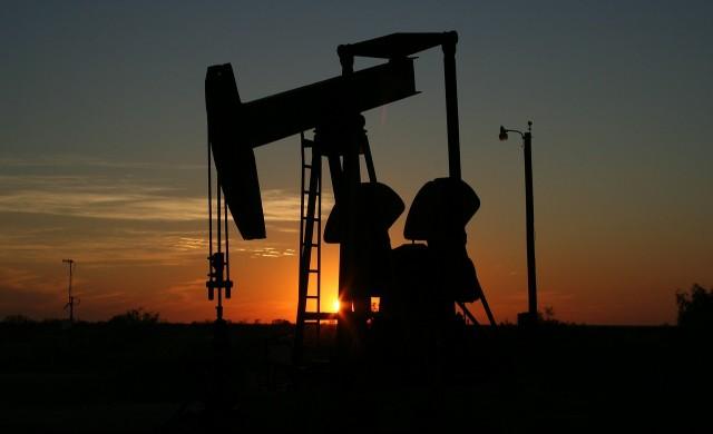 Цената на петрола се понижи след доброто начало на сесията