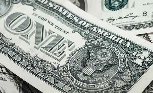 Колапс на долара може да настъпи до една година, смята експерт