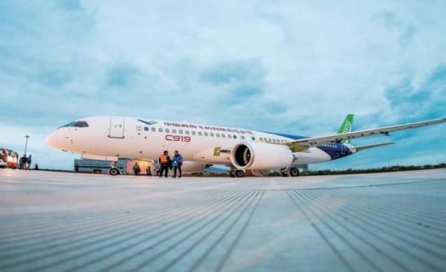 Самолетът, който ще конкурира Boeing и Airbus