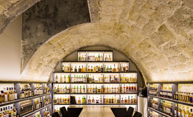 Нов парижки бар е подземен храм на уискито
