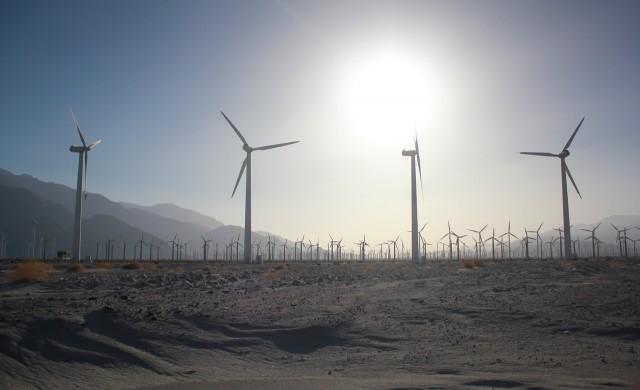 Саудитска Арабия поглежда към възобновяемата енергия