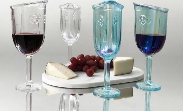 Чаша за вино, подобна на противогаз,  за повече аромат
