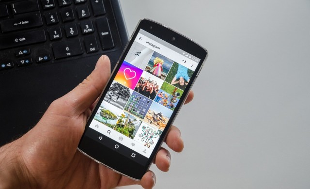 Instagram вече позволява на потребителите да споделят албуми