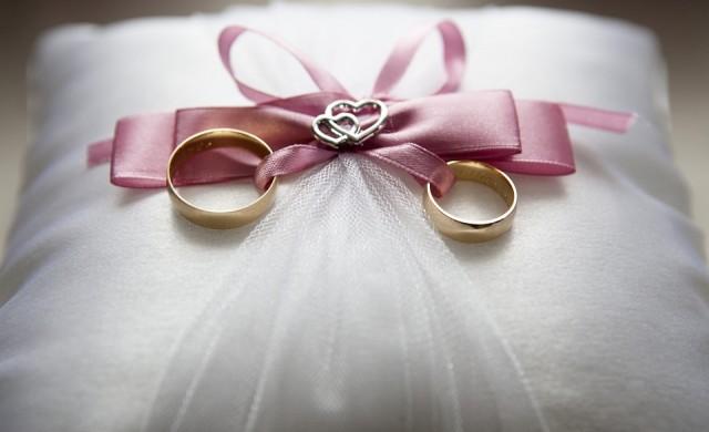 Защо носим брачни халки и на кой пръст трябва да ги поставим?