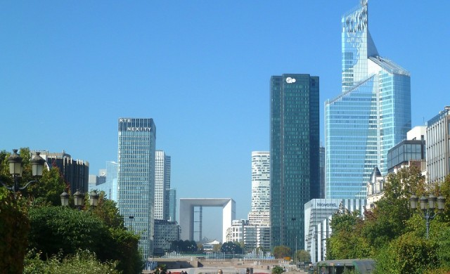 Вдигат 7 небостъргача в Париж