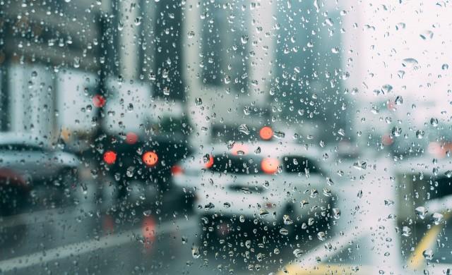 АПИ: Шофьорите да карат внимателно! Чакат ни дъжд и сняг