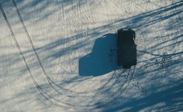 Затварят пътища в страната заради снегонавявания