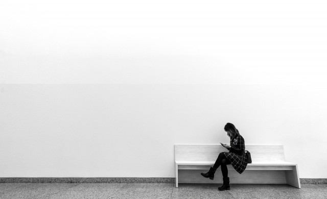 Самотни и бедни: Необвързаните живеят по-зле от семейните двойки