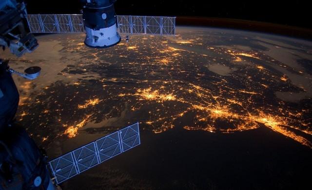 Илон Мъск създава мрежа от сателити около Земята