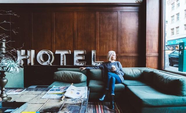 Хотел предлага отстъпка на семейства, които зарежат смартфоните