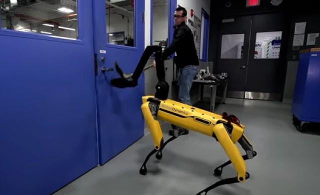 Как се тества робот, който се учи да отваря врати (видео)