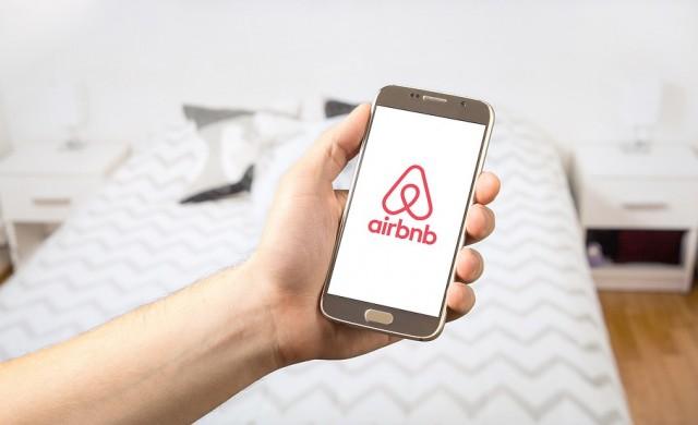 Какви цели си поставя Airbnb за следващите 10 г.?