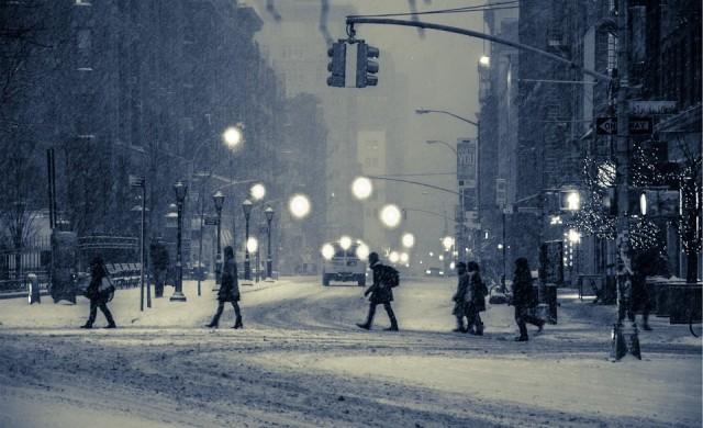Сняг затрупа страната, не пътувайте, ако не се налага