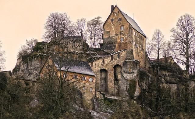 Спиращи дъха гледки на изоставени замъци