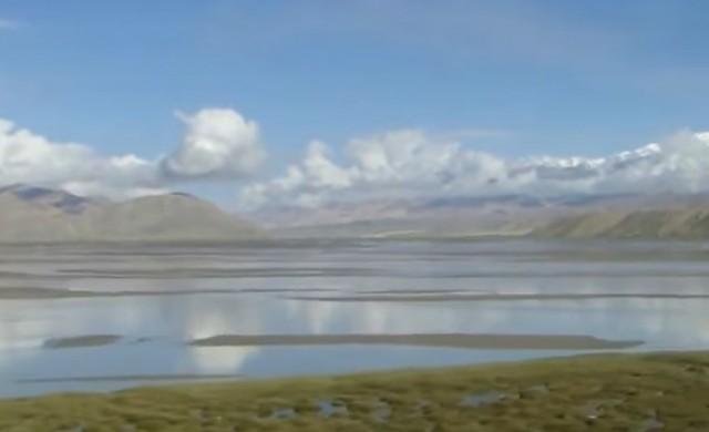 Езеро на покрива на света