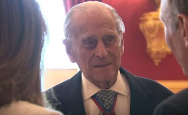 Принц Филип върна доброволно шофьорската си книжка
