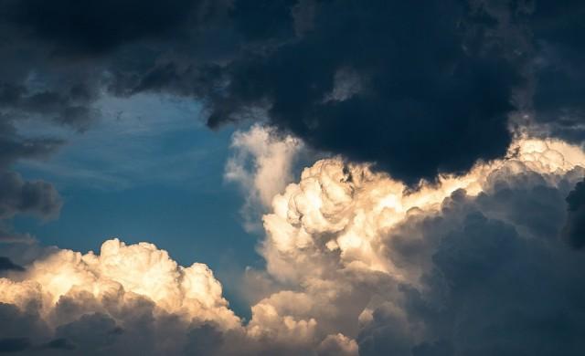 Времето рязко се променя от утре: бурен вятър сваля градусите