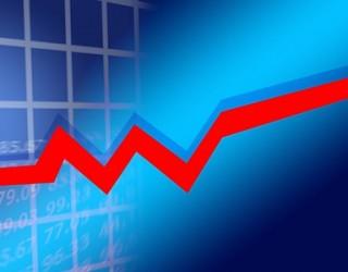 Очакванията за стимули и търговска сделка оскъпиха акциите днес