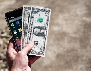 Продажбите на смартфони с ръст от едва 1.2% през 2018 г.