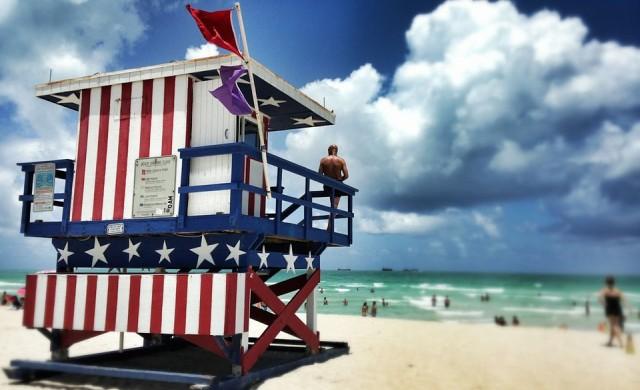 Маями Бийч предлага на търг прочутите си кули за спасители