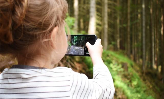 Половината от 10-годишните британчета имат смартфон