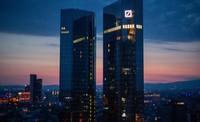 Deutsche Bank ще търси помощ от Microsoft, Google и Amazon