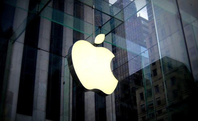 Понижение при акциите след предупреждение от страна на Apple