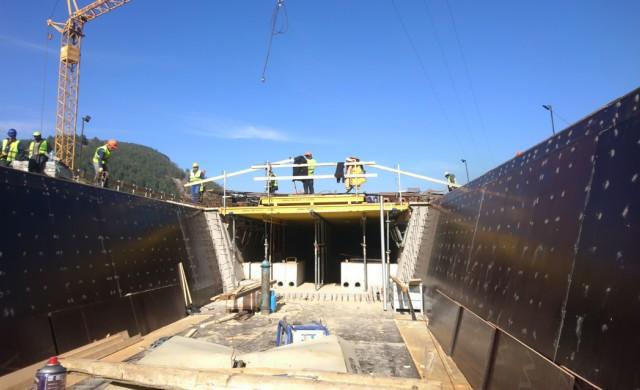 Прокопани са първите 400 м от най-дългия тунел у нас (снимки)